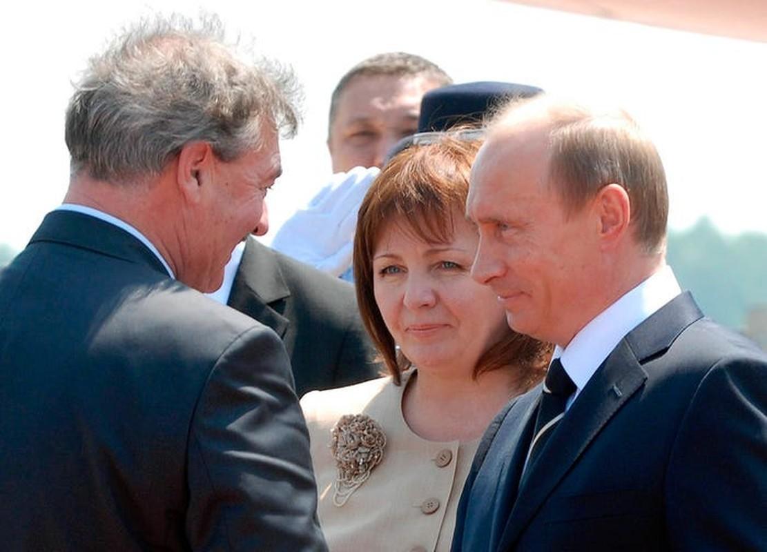 Dieu it biet ve vo cu cua Tong thong Nga Putin-Hinh-3