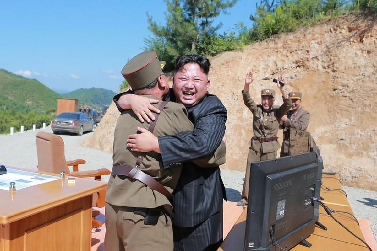 Loat hinh an tuong ve cac hoat dong cua nha lanh dao Kim Jong-un-Hinh-14