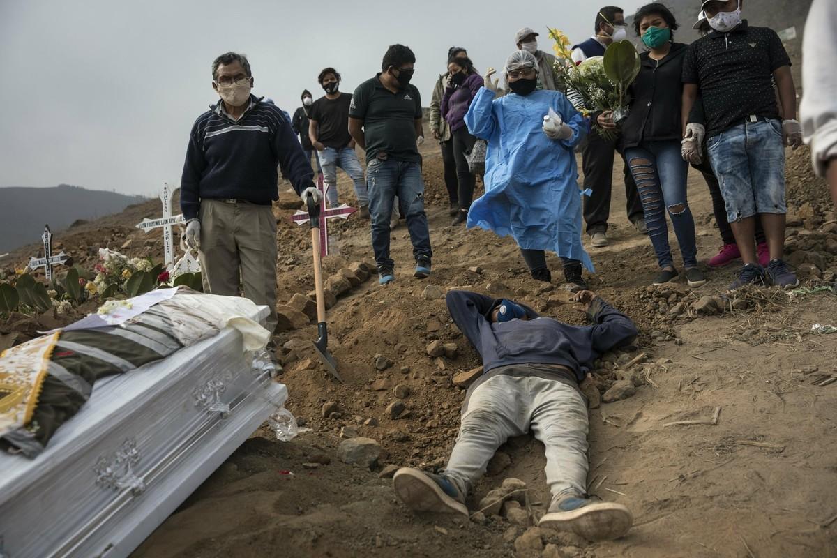 COVID-19: Canh xot xa tai nghia trang danh cho nguoi ngheo o Peru-Hinh-10