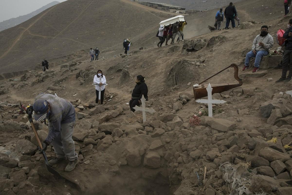 COVID-19: Canh xot xa tai nghia trang danh cho nguoi ngheo o Peru-Hinh-12