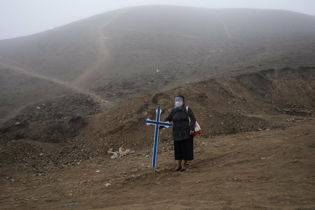 COVID-19: Canh xot xa tai nghia trang danh cho nguoi ngheo o Peru-Hinh-13