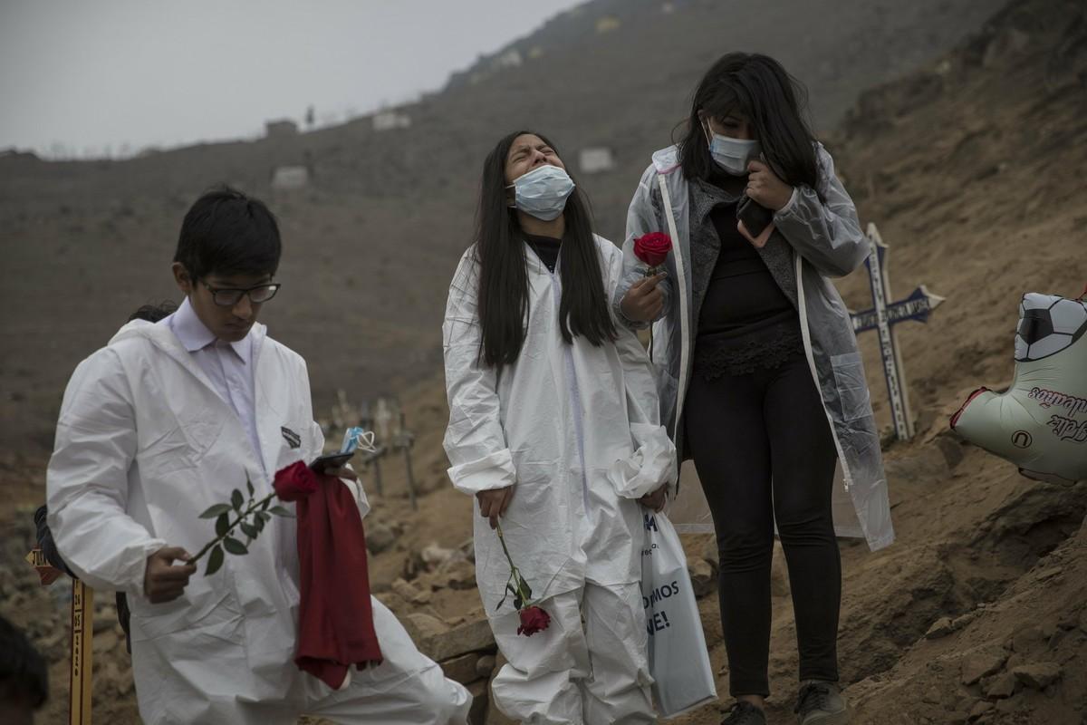 COVID-19: Canh xot xa tai nghia trang danh cho nguoi ngheo o Peru-Hinh-4