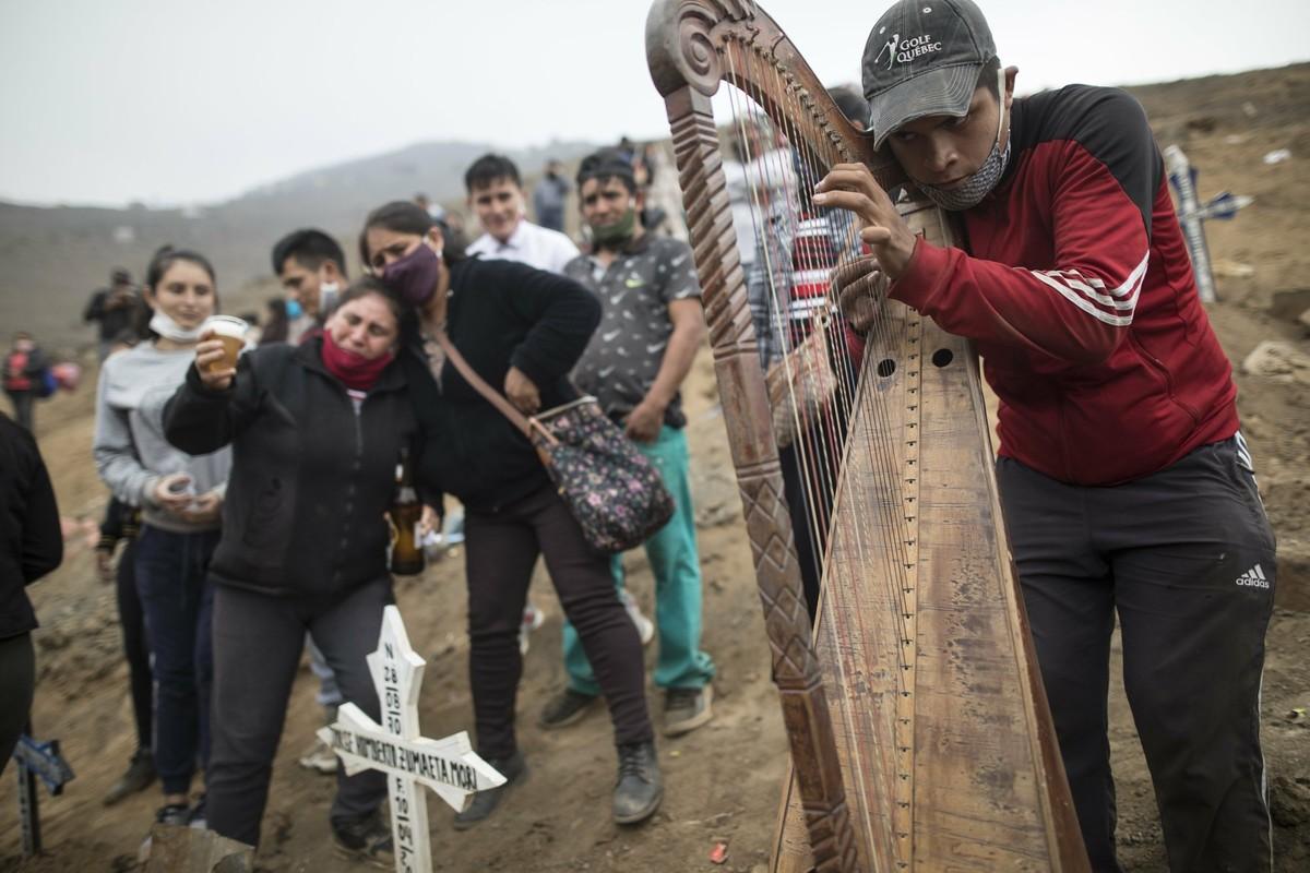 COVID-19: Canh xot xa tai nghia trang danh cho nguoi ngheo o Peru-Hinh-6