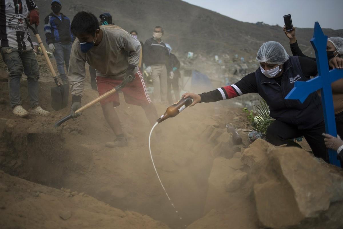 COVID-19: Canh xot xa tai nghia trang danh cho nguoi ngheo o Peru-Hinh-7