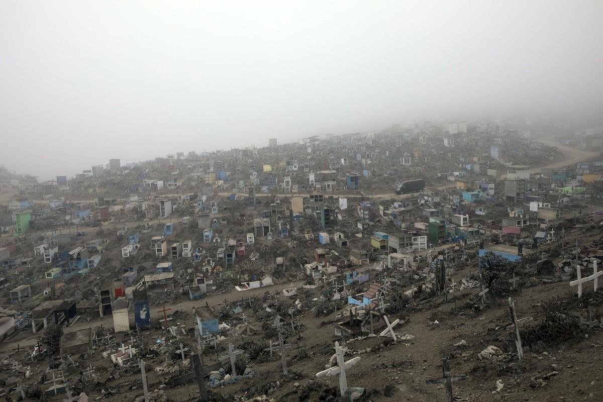 COVID-19: Canh xot xa tai nghia trang danh cho nguoi ngheo o Peru