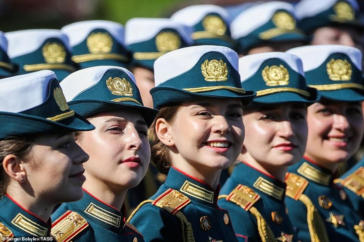 Ve dep nu quan nhan Nga trong le duyet binh mung Ngay Chien thang-Hinh-2