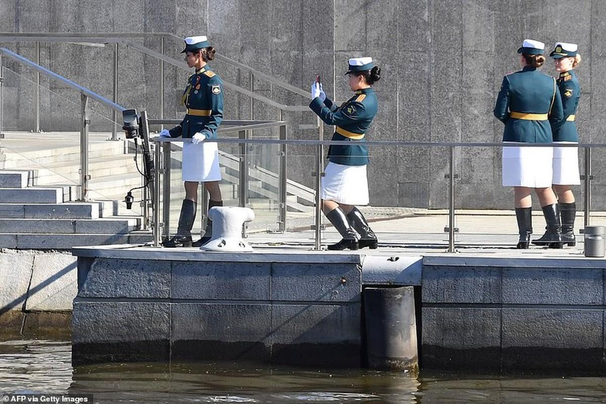 Ve dep nu quan nhan Nga trong le duyet binh mung Ngay Chien thang-Hinh-5