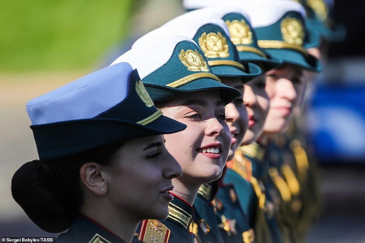 Ve dep nu quan nhan Nga trong le duyet binh mung Ngay Chien thang-Hinh-7