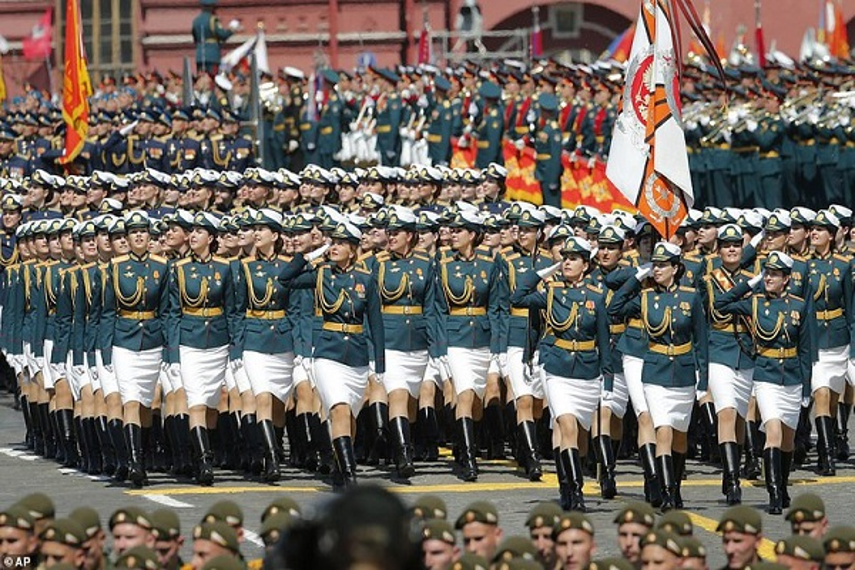 Ve dep nu quan nhan Nga trong le duyet binh mung Ngay Chien thang