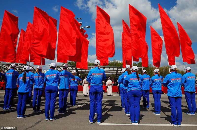 Bat ngo nu quan nhan Belarus xinh dep trong le duyet binh o Minsk-Hinh-10