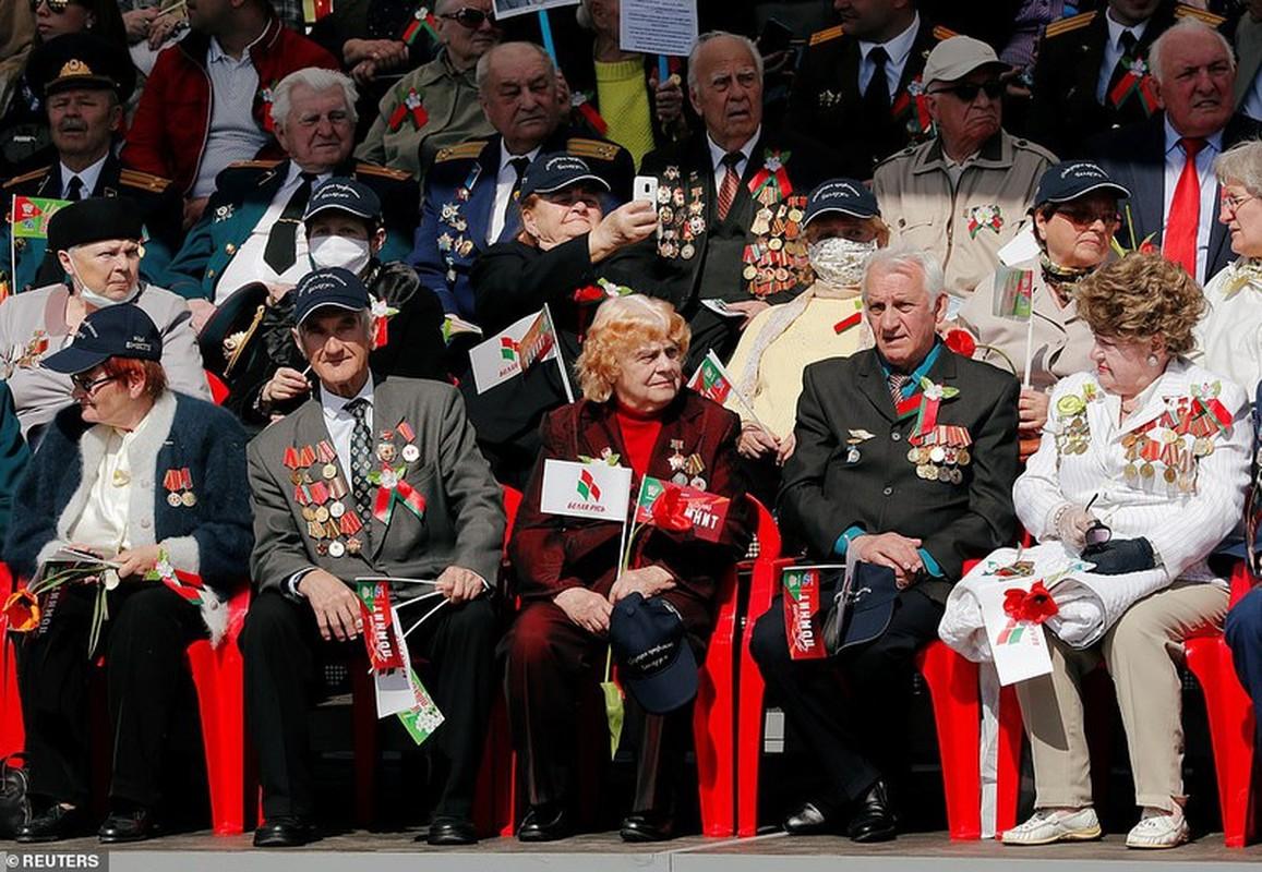 Bat ngo nu quan nhan Belarus xinh dep trong le duyet binh o Minsk-Hinh-11