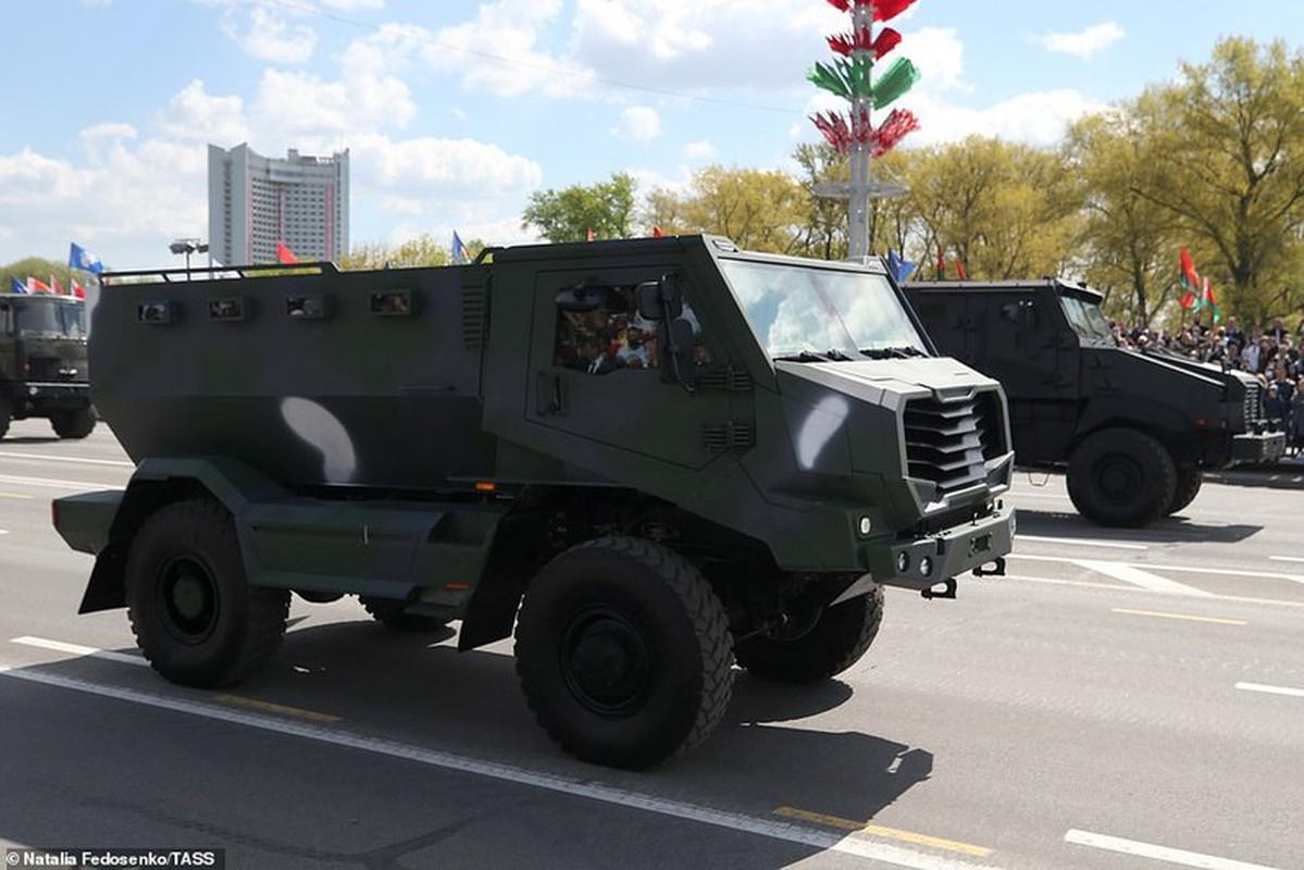 Bat ngo nu quan nhan Belarus xinh dep trong le duyet binh o Minsk-Hinh-12