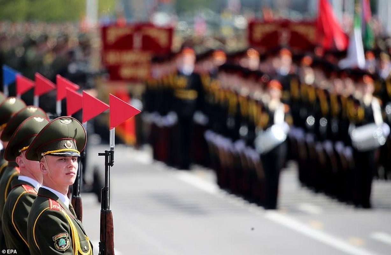 Bat ngo nu quan nhan Belarus xinh dep trong le duyet binh o Minsk-Hinh-14