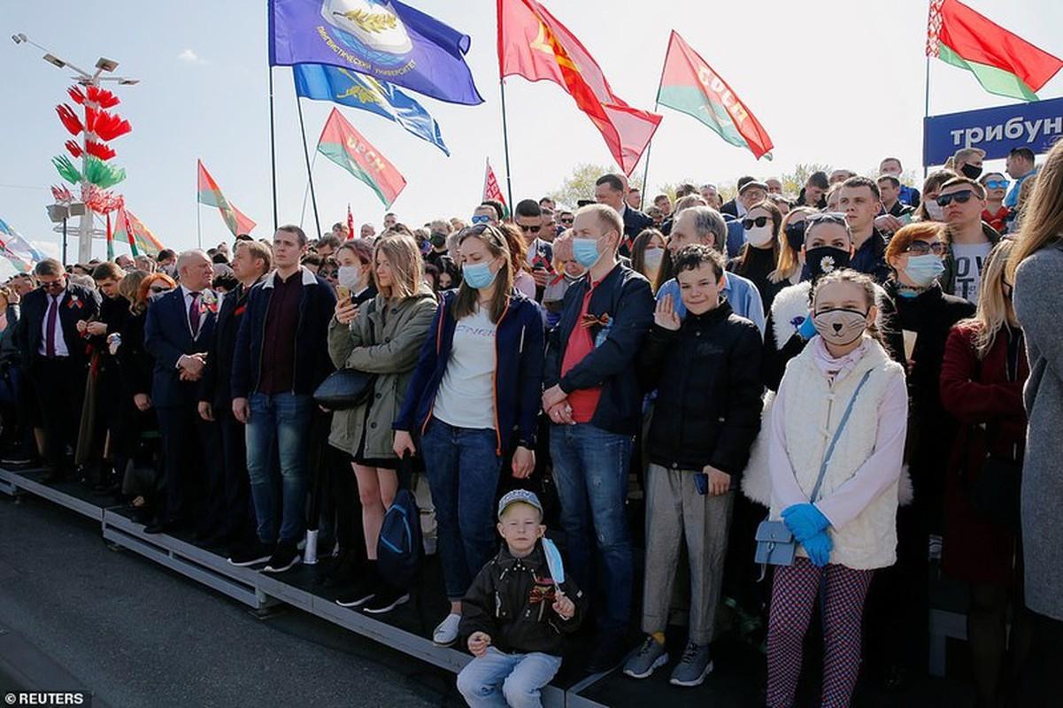 Bat ngo nu quan nhan Belarus xinh dep trong le duyet binh o Minsk-Hinh-15
