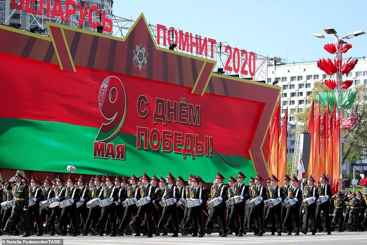 Bat ngo nu quan nhan Belarus xinh dep trong le duyet binh o Minsk-Hinh-2