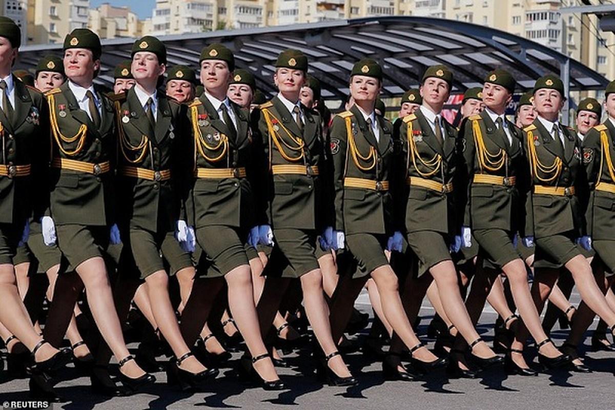 Bat ngo nu quan nhan Belarus xinh dep trong le duyet binh o Minsk-Hinh-4