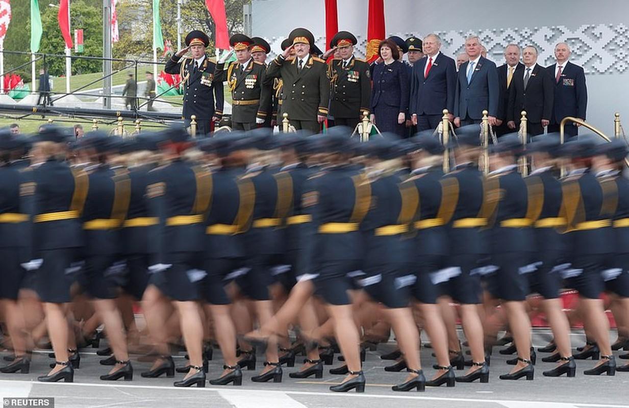 Bat ngo nu quan nhan Belarus xinh dep trong le duyet binh o Minsk-Hinh-5