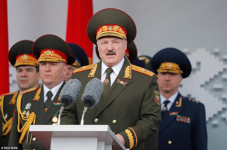 Bat ngo nu quan nhan Belarus xinh dep trong le duyet binh o Minsk-Hinh-6
