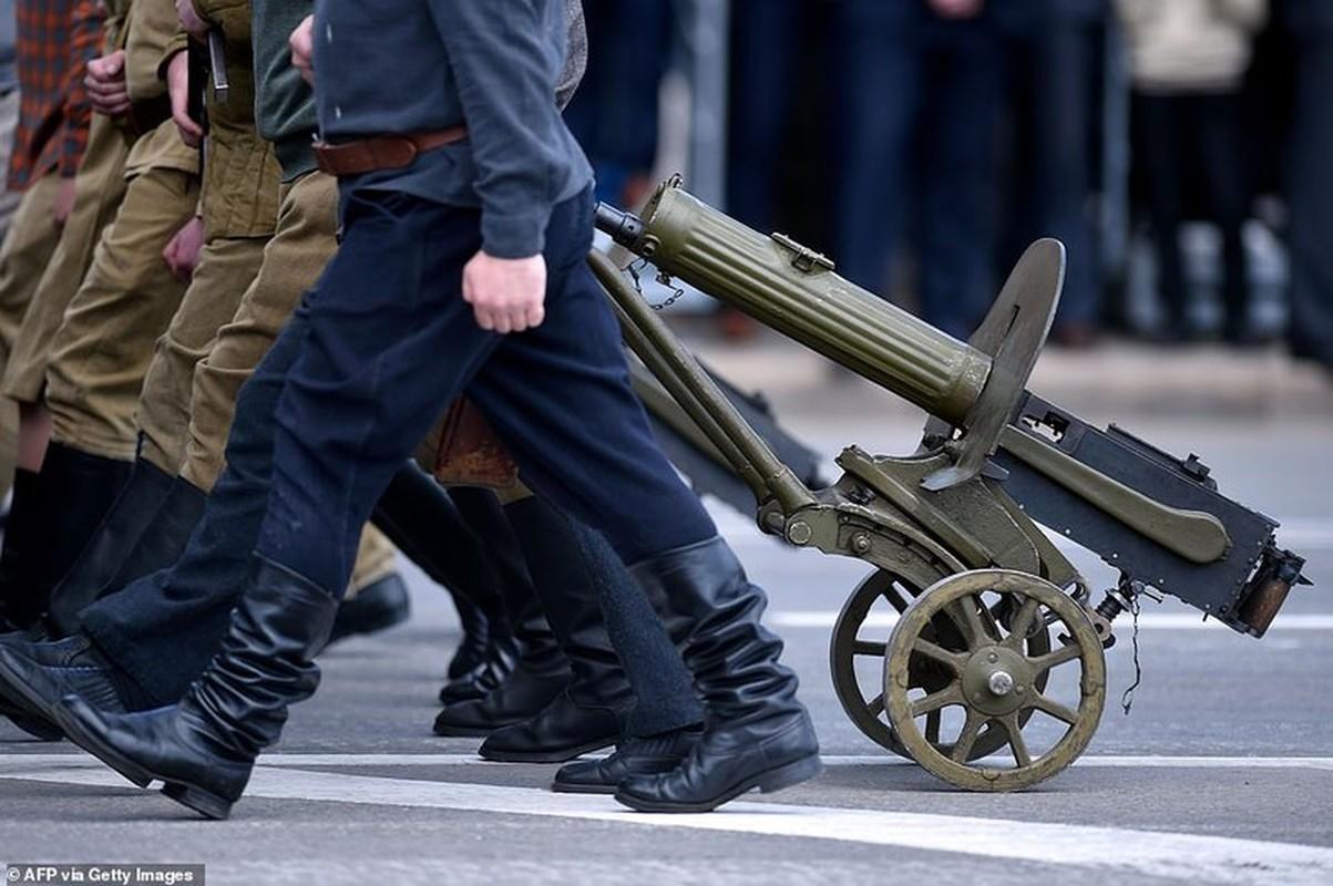 Bat ngo nu quan nhan Belarus xinh dep trong le duyet binh o Minsk-Hinh-9