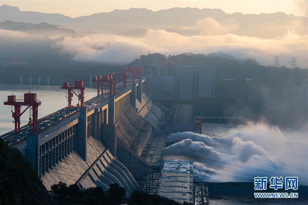 Hang chuc may moc xay de tam ngan lu o Trung Quoc-Hinh-8