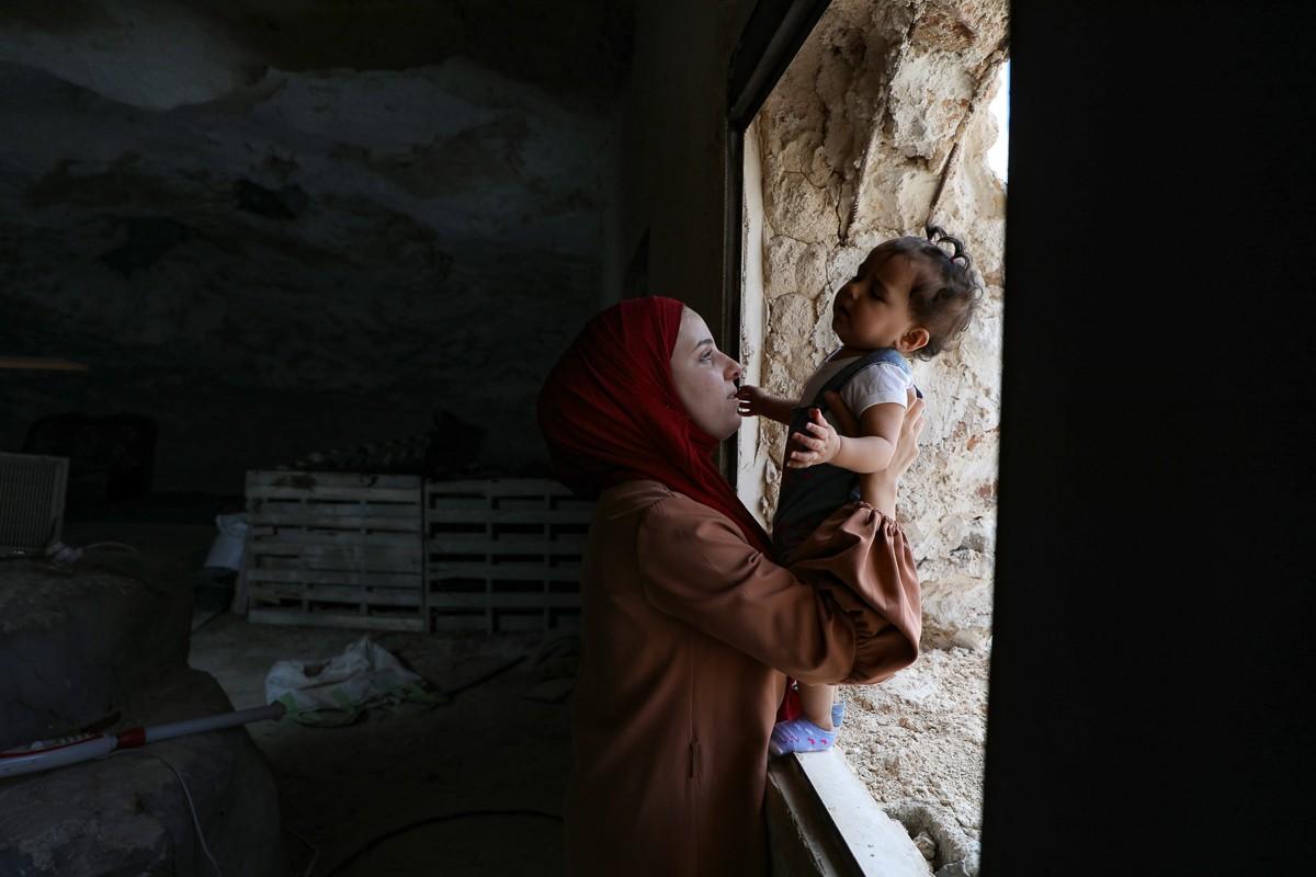 Bat ngo cuoc song gia dinh Palestine trong hang dong o Bo Tay-Hinh-2