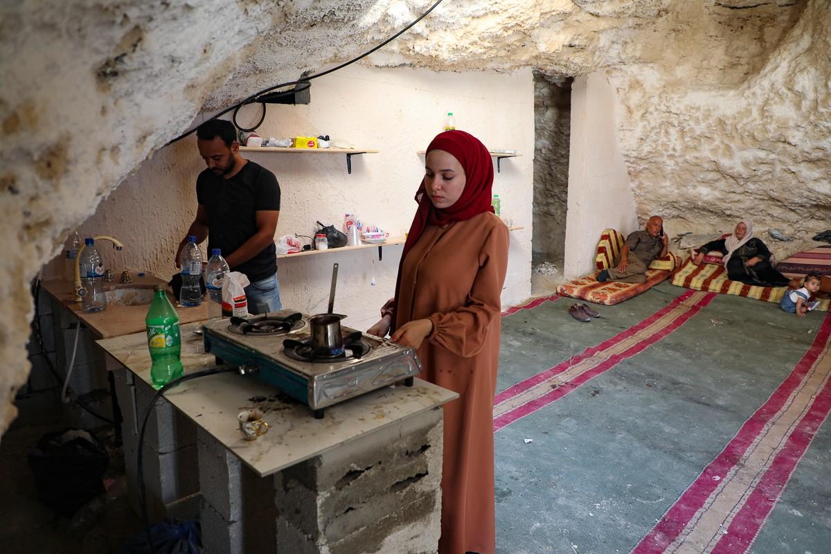 Bat ngo cuoc song gia dinh Palestine trong hang dong o Bo Tay-Hinh-4