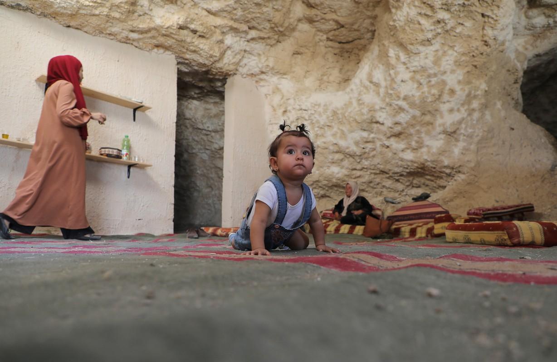 Bat ngo cuoc song gia dinh Palestine trong hang dong o Bo Tay-Hinh-6