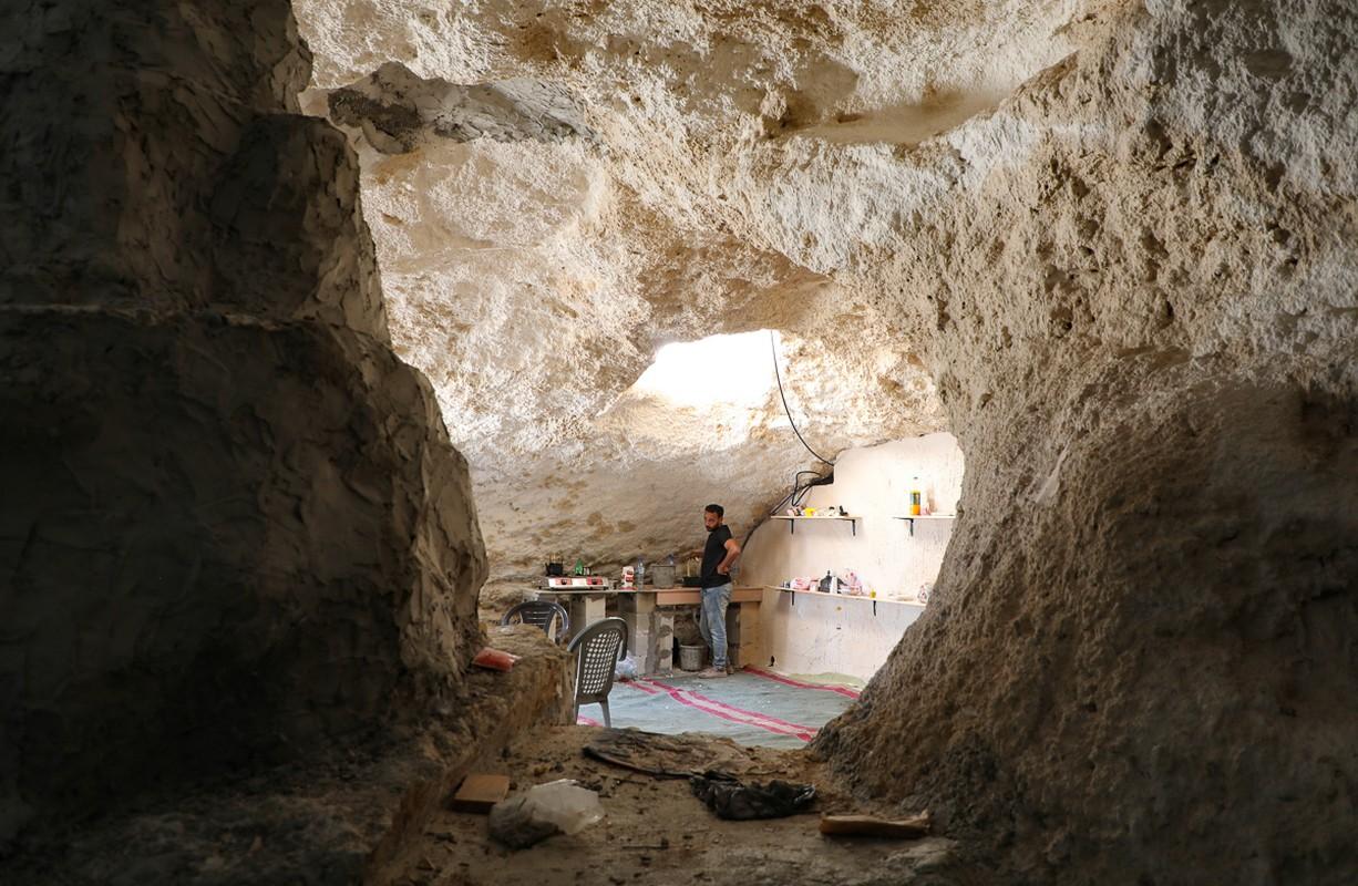 Bat ngo cuoc song gia dinh Palestine trong hang dong o Bo Tay-Hinh-8
