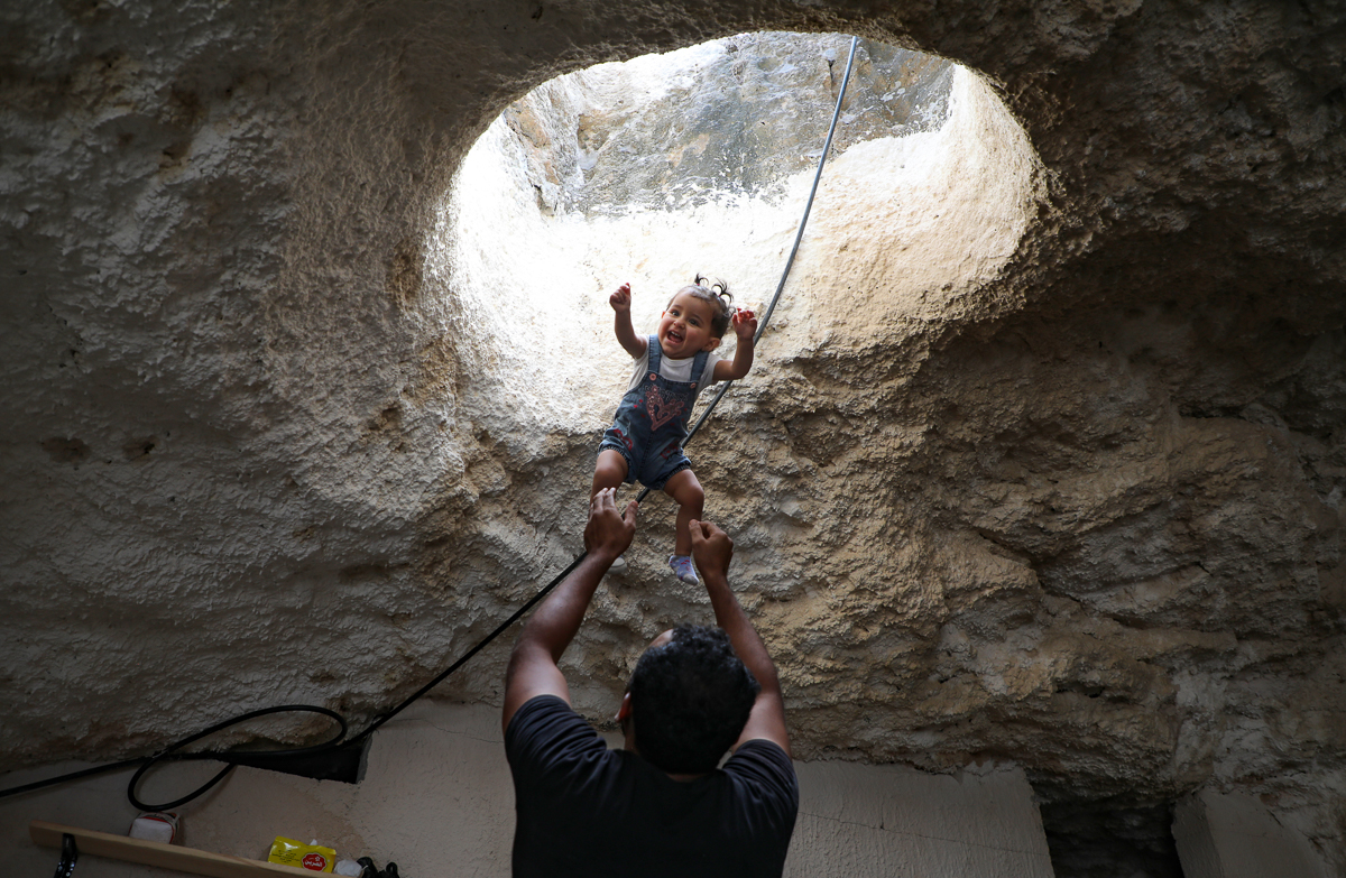 Bat ngo cuoc song gia dinh Palestine trong hang dong o Bo Tay