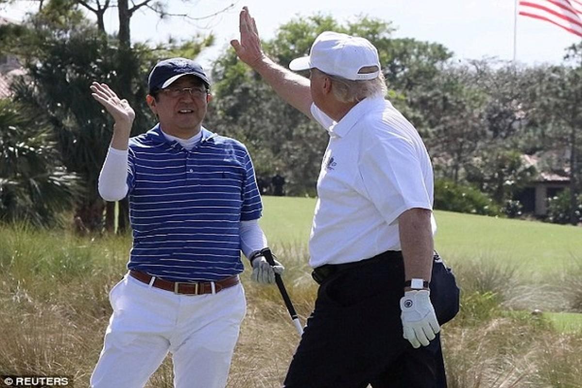 "Thu tuong Abe va nhung lan ""ngoai giao san golf"" voi Tong thong Trump-Hinh-9"