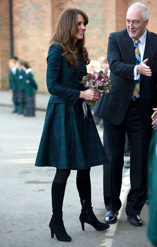 """""""Ve dep khong tuoi"""" cua Cong nuong Kate Middleton hut moi anh nhin-Hinh-2"""