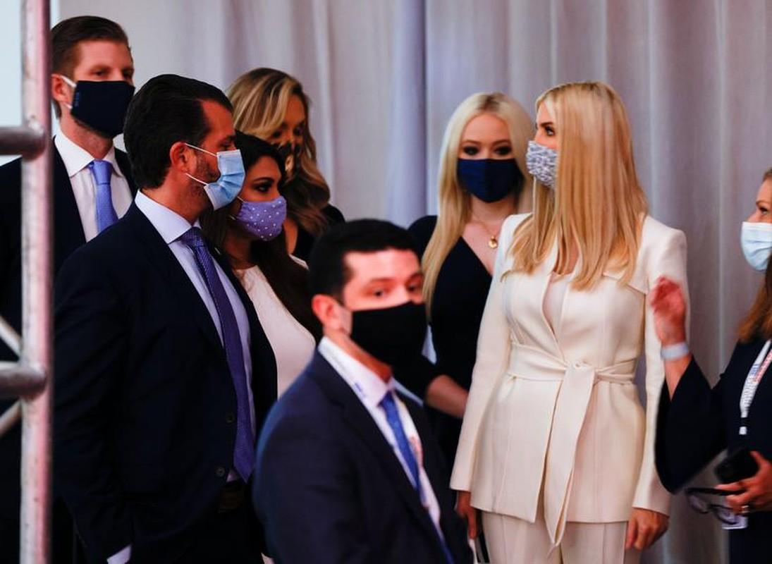 Hinh anh dau tien trong cuoc tranh luan giua ong Trump - Biden-Hinh-9