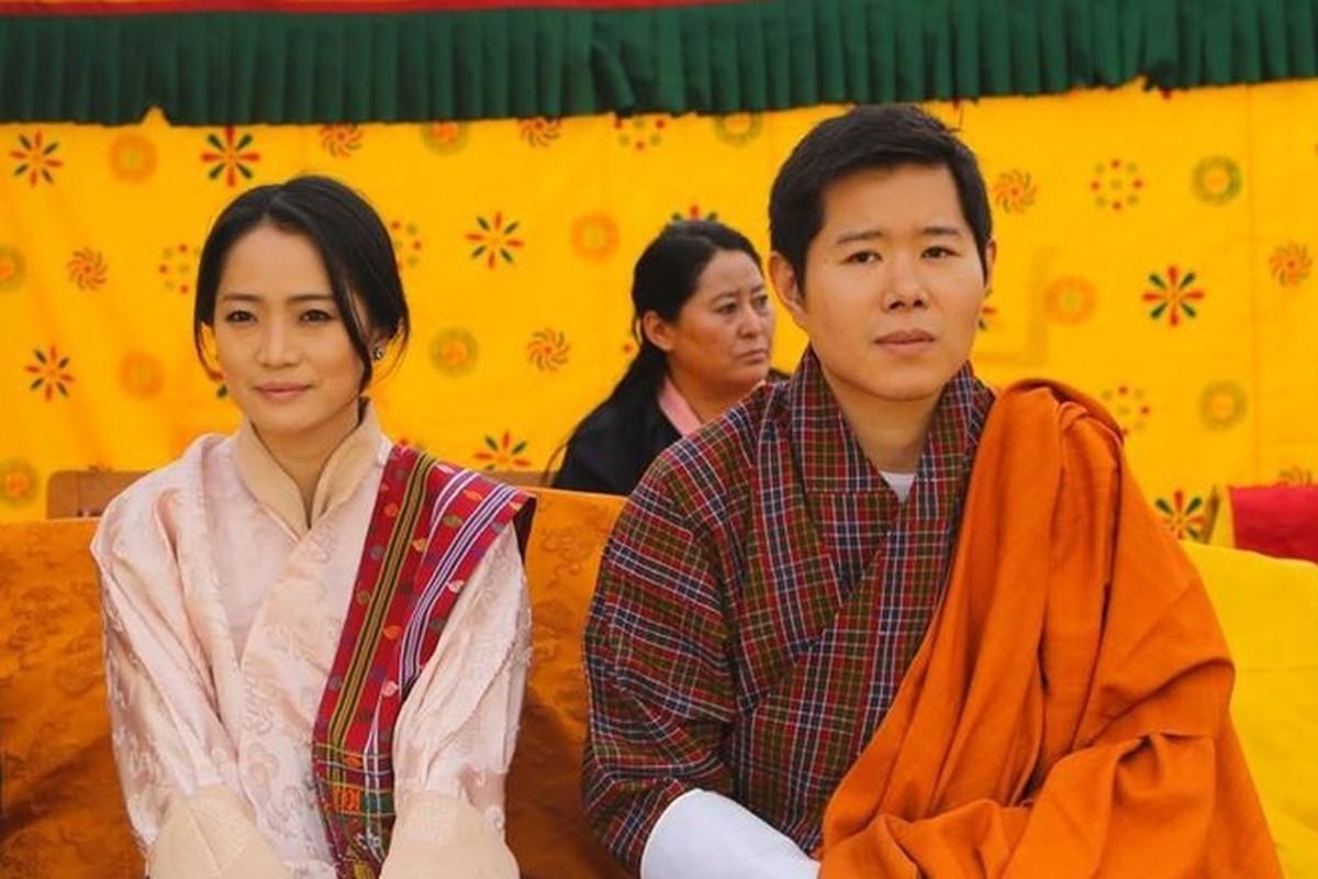 3 anh em Quoc vuong Bhutan lay 3 chi em cung mot nha-Hinh-4