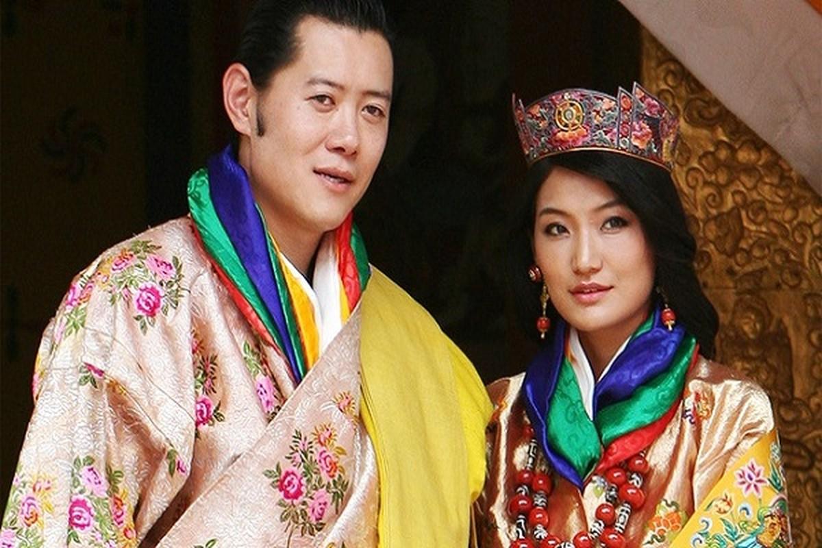 3 anh em Quoc vuong Bhutan lay 3 chi em cung mot nha