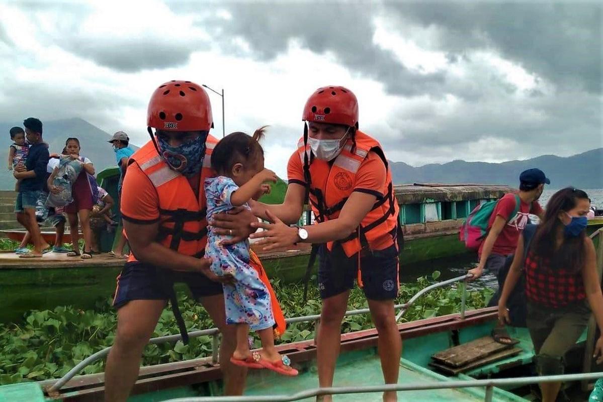 Toan canh Philippines so tan gan 1 trieu dan truoc sieu bao Goni-Hinh-2