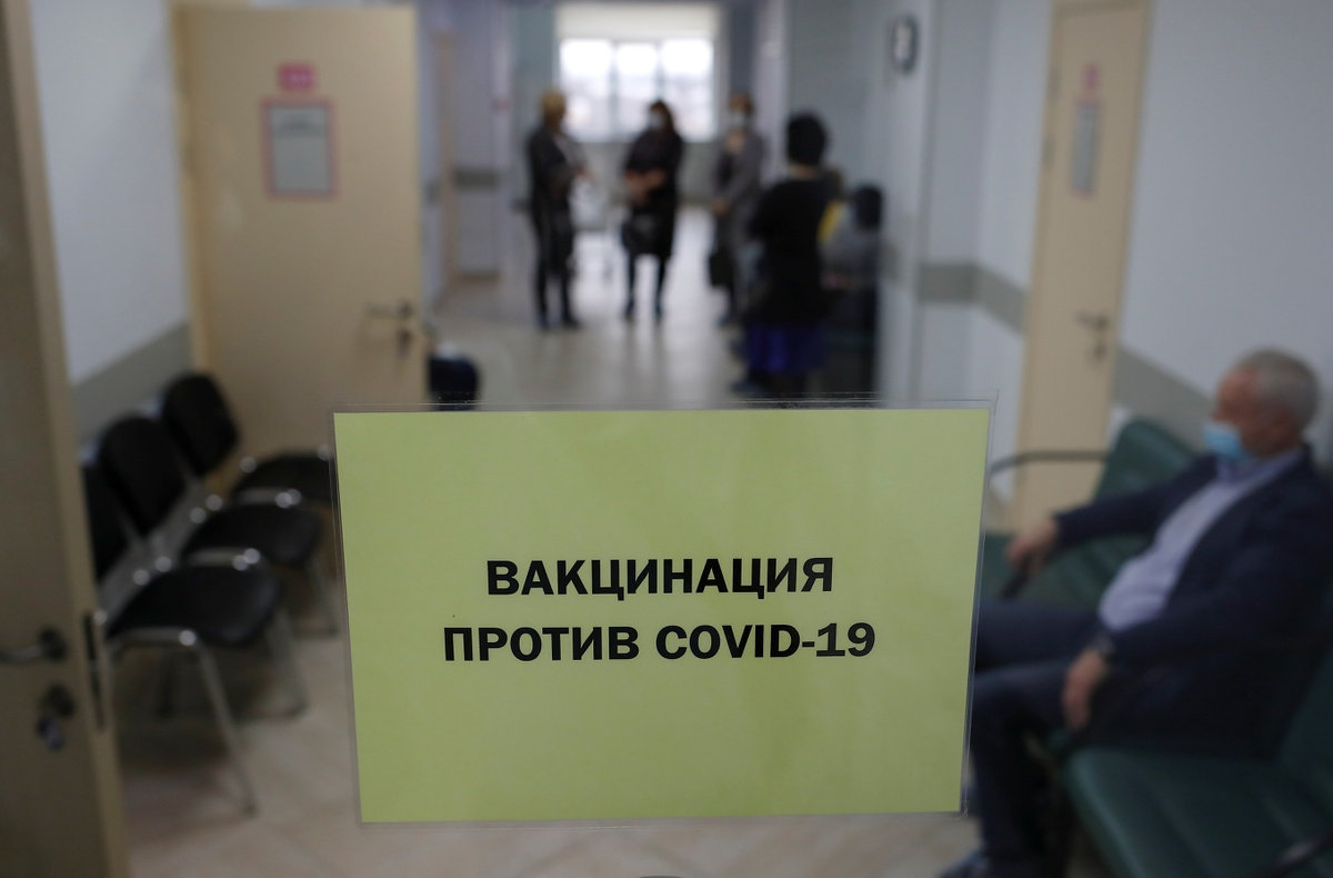Ben trong noi tiem vaccine Covid-19 dai tra dau tien tren the gioi-Hinh-7