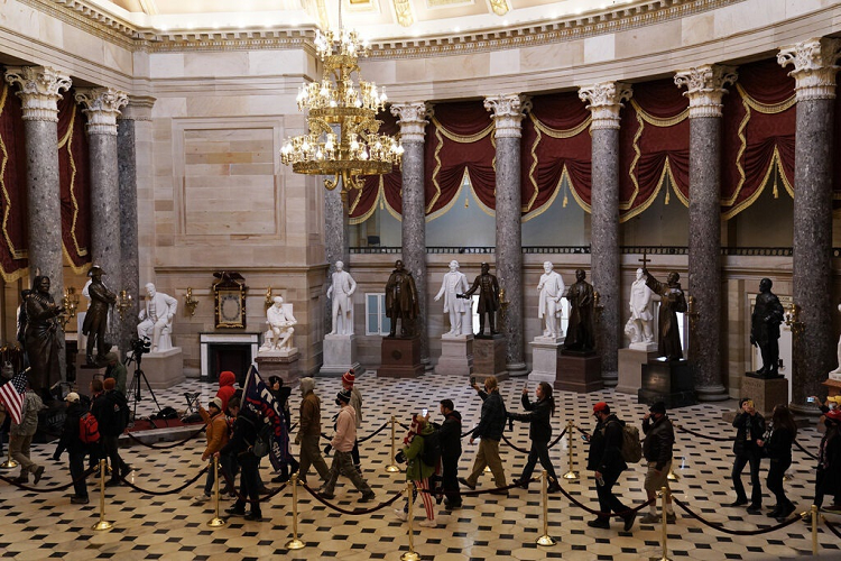 Toan canh vu bao loan o Dien Capitol trong
