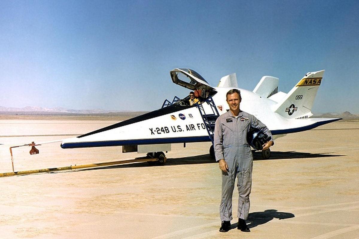 My am tham dua tau vu tru lai may bay X-24B quay lai thu nghiem