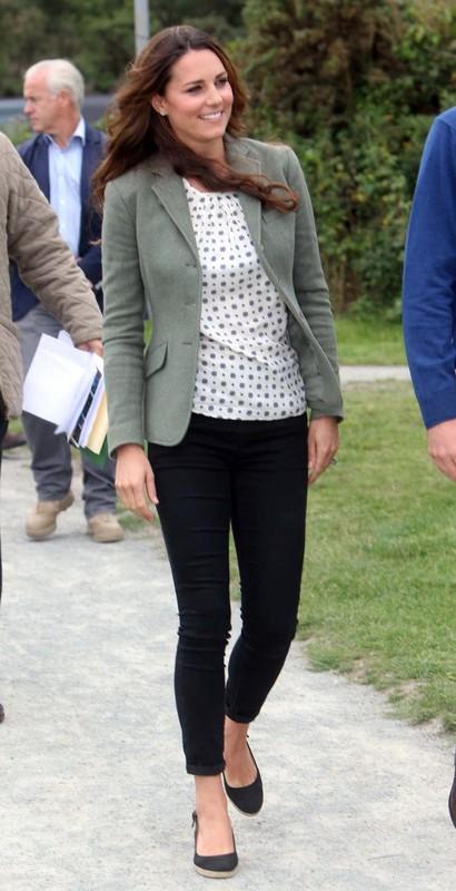 Cong nuong Kate Middleton mac gian di van dep hut hon-Hinh-8
