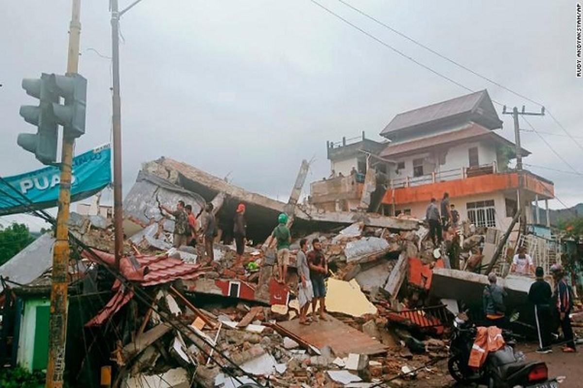 Tan hoang hien truong dong dat o Indonesia, hang tram nguoi thuong vong