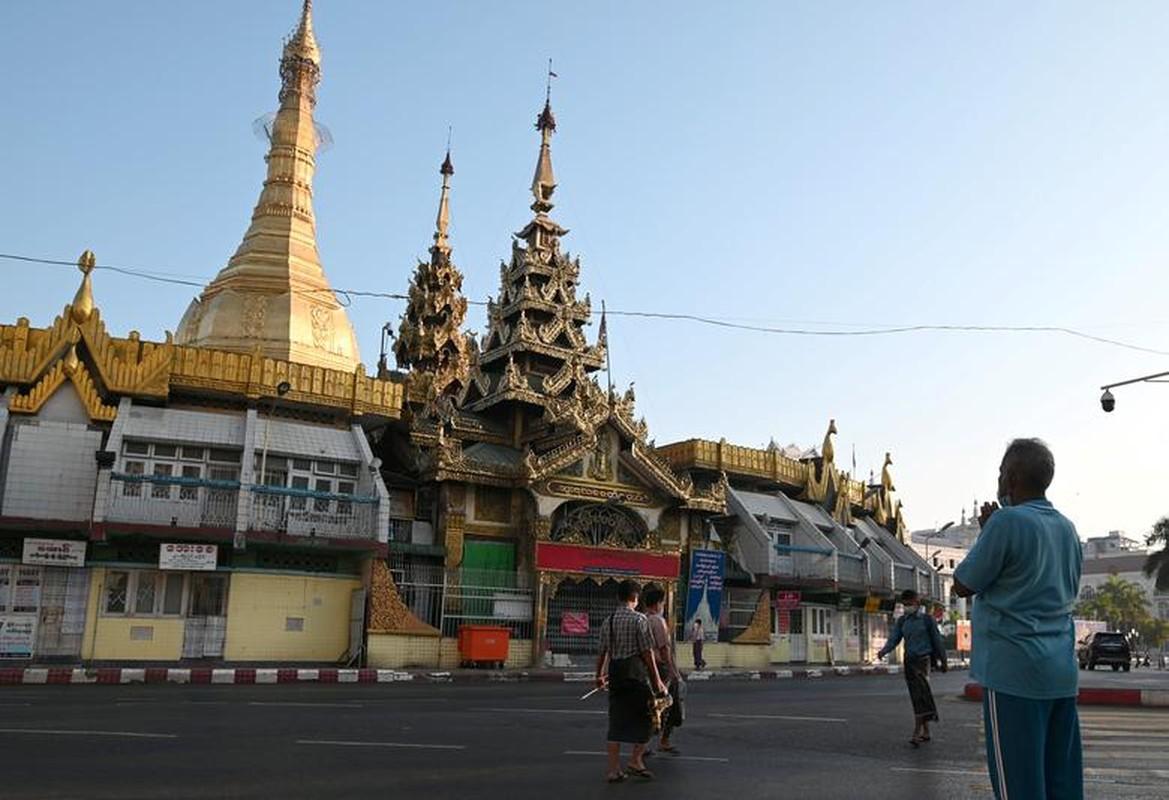 Ben trong dat nuoc Myanmar sau vu bat giu ba Aung San Suu Kyi-Hinh-5