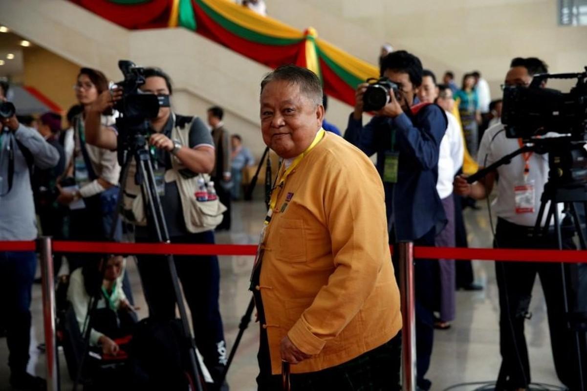 """Chan dung """"canh tay phai"""" cua ba Aung San Suu Kyi vua bi bat-Hinh-5"""