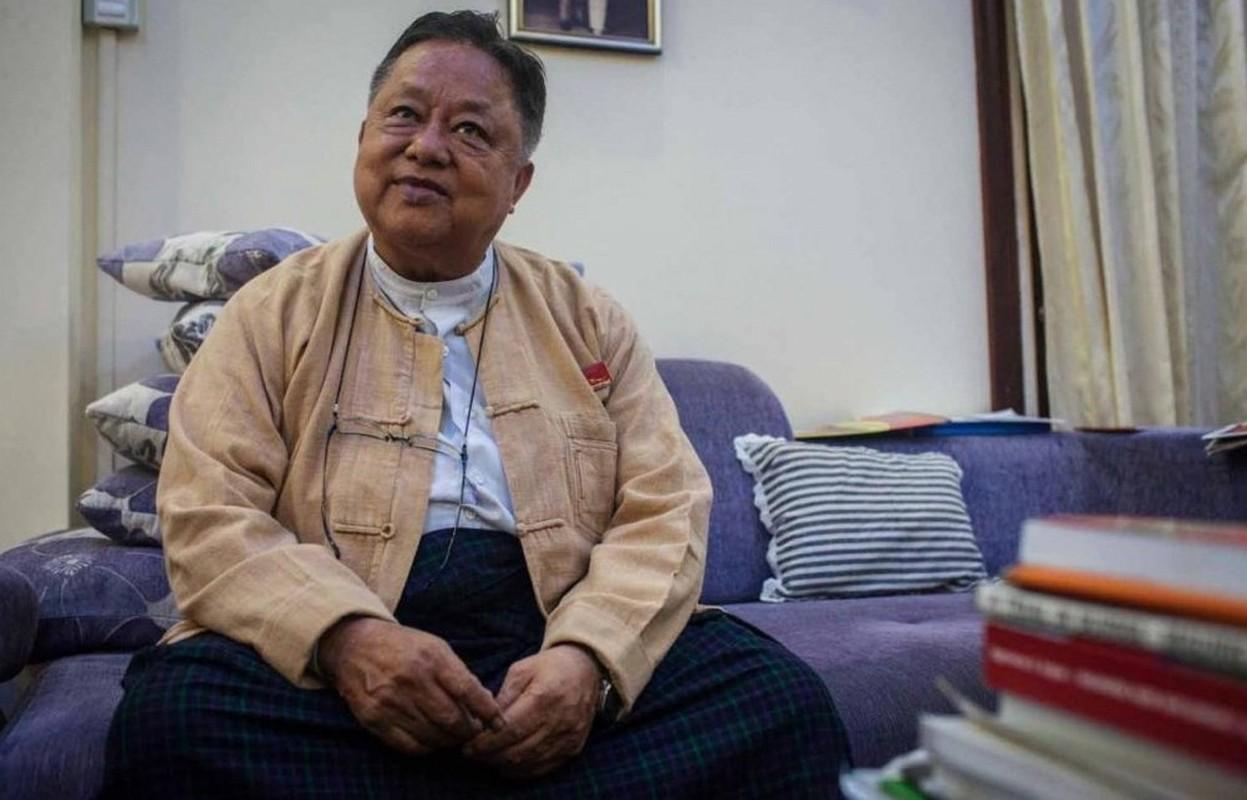 """Chan dung """"canh tay phai"""" cua ba Aung San Suu Kyi vua bi bat-Hinh-8"""