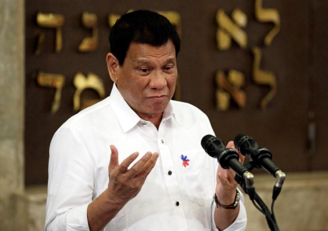 Chan dung Dai su Philippines bi sa thai vi bao hanh nguoi giup viec-Hinh-4