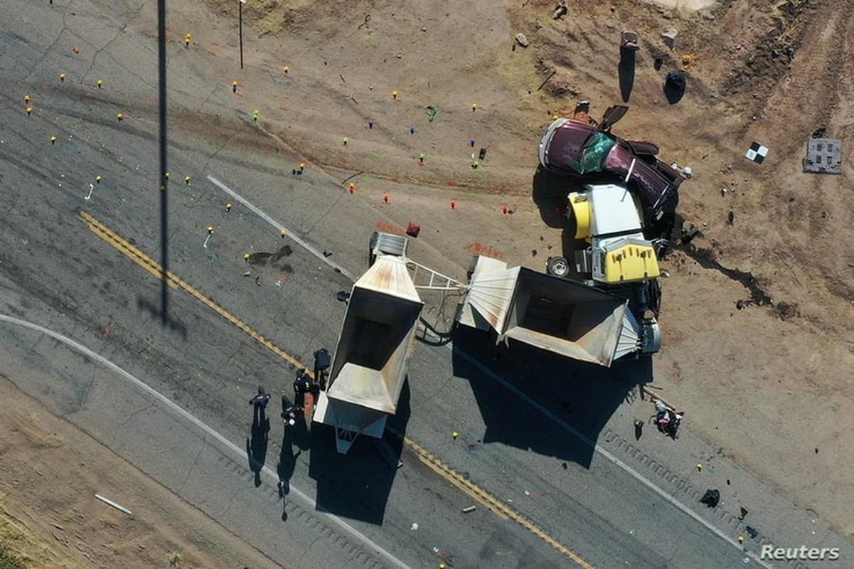 Oto va xe dau keo tong nhau o California, 13 nguoi thiet mang-Hinh-5
