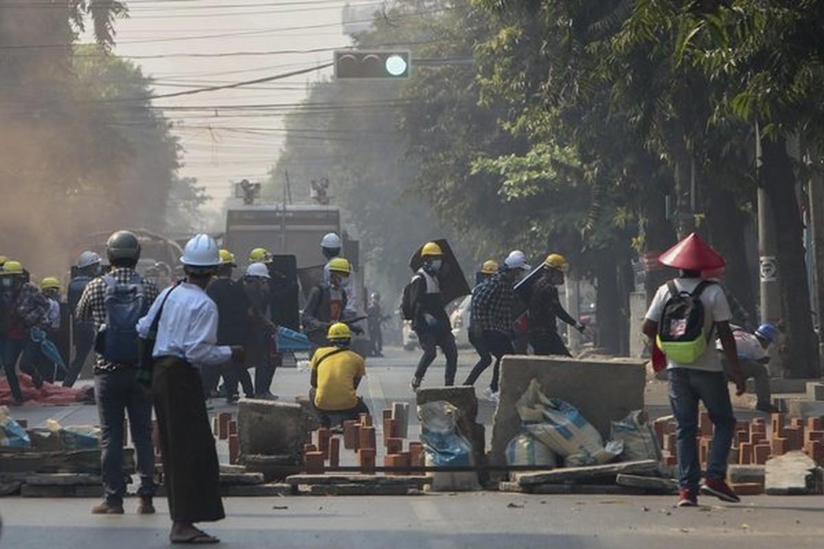 "Giai phap ""ha nhiet"" bieu tinh leo thang o Myanmar?-Hinh-12"