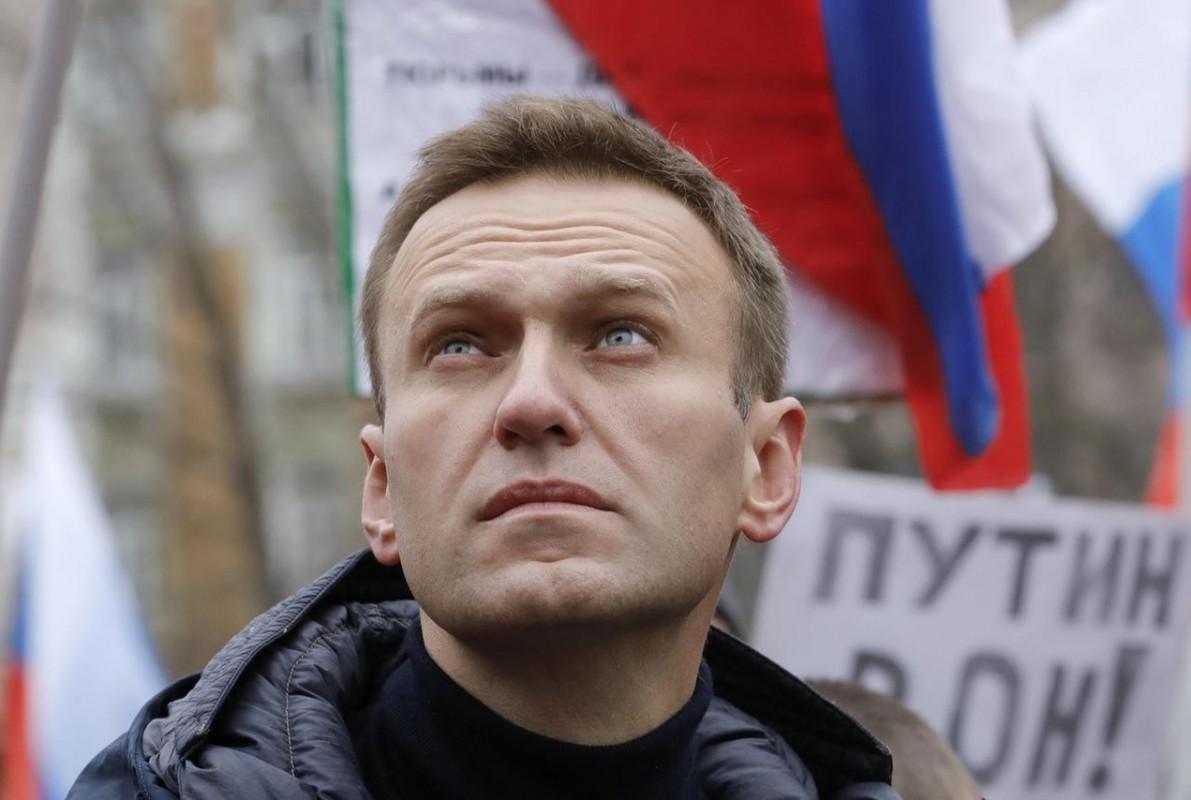 """My ra lenh trung phat Nga: """"Dap tra"""" cua Tong thong Putin, Biden?"""