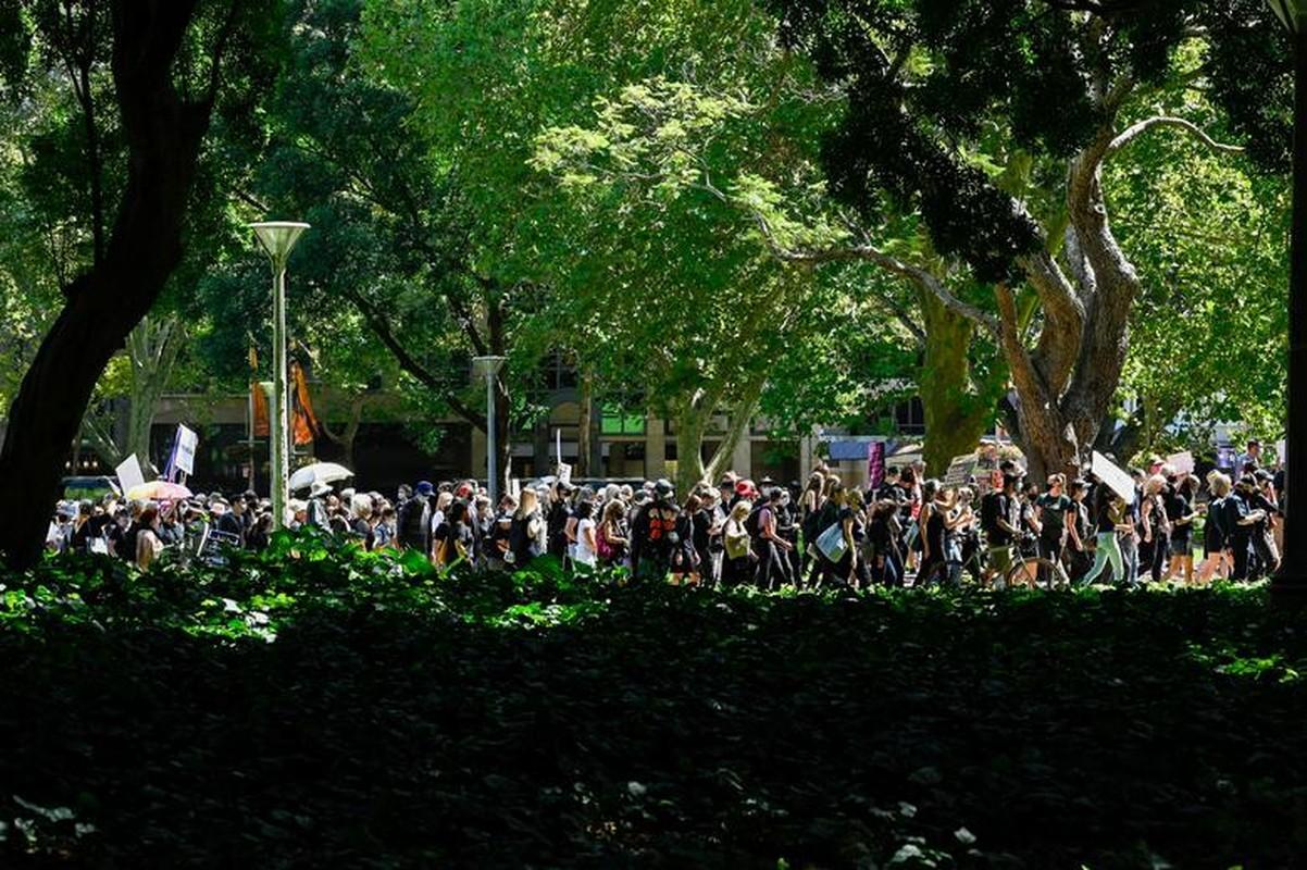 Be boi dam o tai Quoc hoi Australia: Loat cao buoc rung dong-Hinh-2