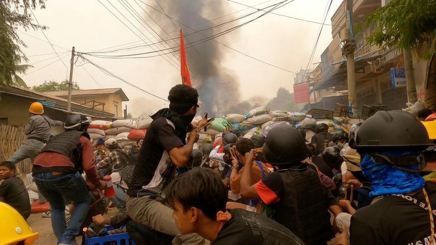 Bien co chinh tri o Myanmar: Loat dong thai trung phat cung ran cua My-Hinh-11