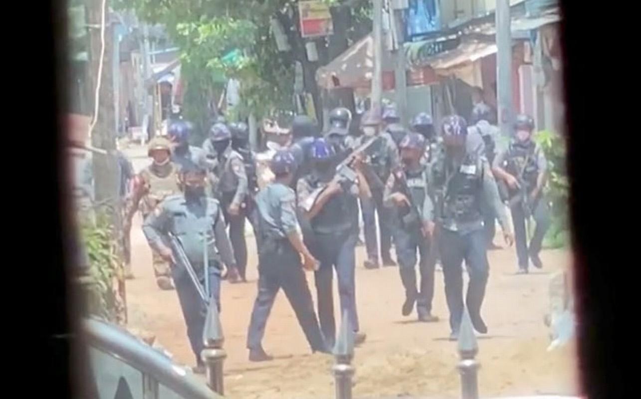 Bieu tinh o Myanmar: Them 82 nguoi thiet mang?-Hinh-4